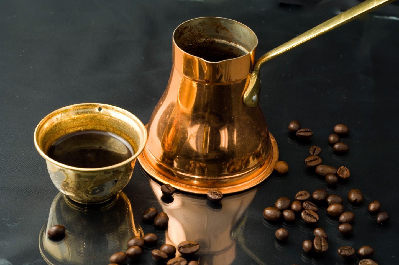 Jak parzyć idealną kawę po turecku? Instrukcja krok po kroku