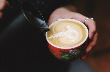 Jak spienić mleko do kawy