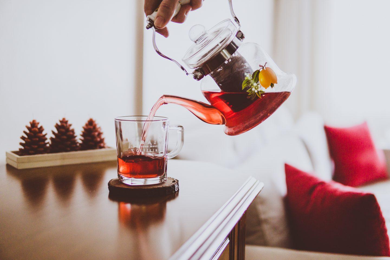 Parzenie aromatycznej herbaty. Jak parzyć herbatę zieloną, czarną, białą i czerwoną?