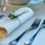Rodzaje sztućców serwisowych - jak poprawnie ułożyć sztućce na stole?