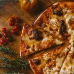 Włoski przysmak w domu - akcesoria przydatne w robieniu ciasta na pizzę