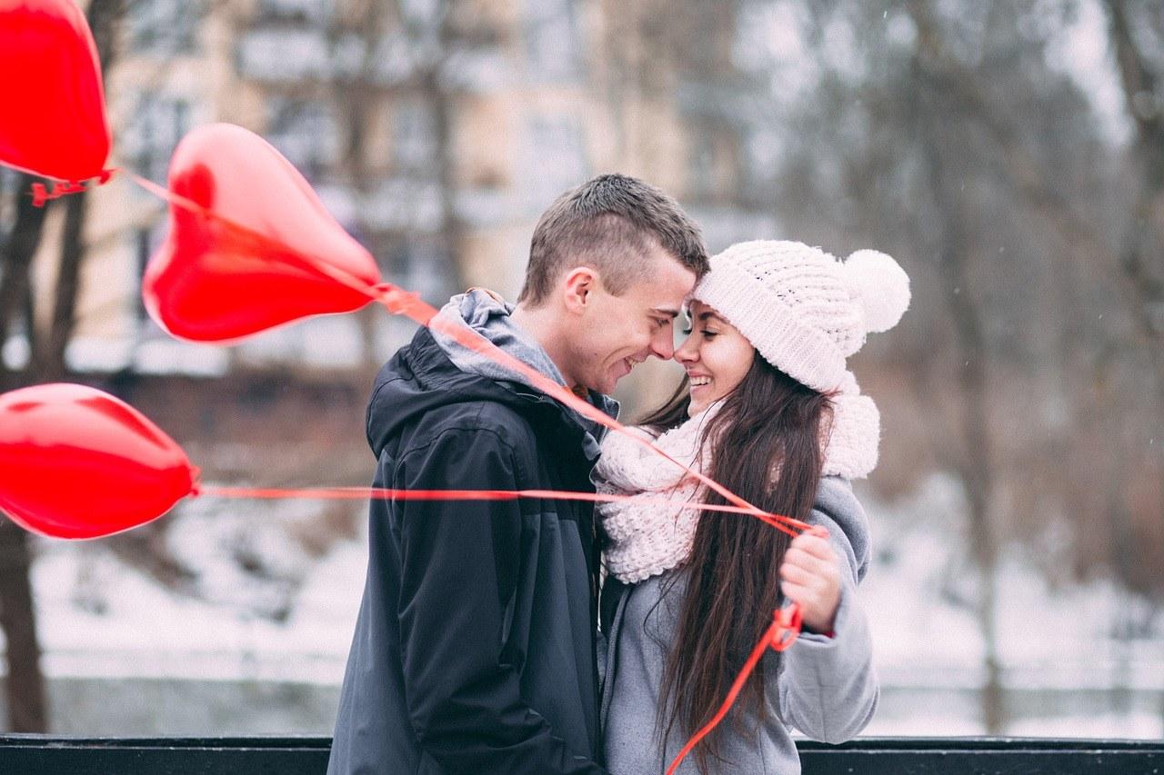 Pomysły na romantyczne walentynki w domu - co przygotować?