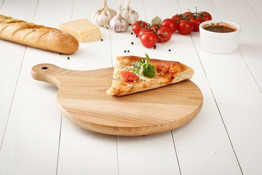 Drewniana deska do pizzy