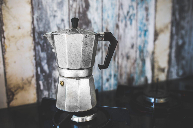 Parzenie kawy w kawiarce. Instrukcja obsługi krok po kroku