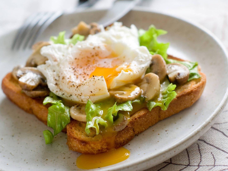 8 pysznych sposobów na jajka wielkanocne – faszerowane, zapiekane czy po szkocku?