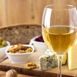 Jak podawać białe wino? 6 rzeczy, których nie wiesz o białym winie!