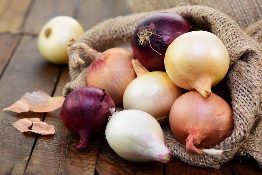 5 sprawdzonych sposobów - jak kroić cebulę żeby nie płakać