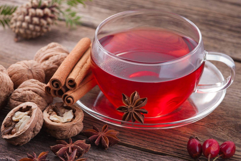 Przepisy na zimowe herbaty rozgrzewające organizm - idealne na przeziębienie
