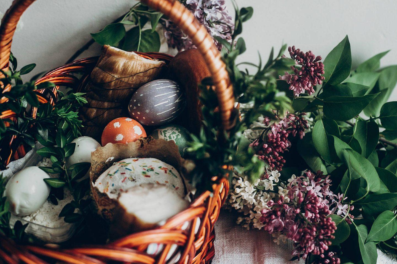 Co włożyć do koszyczka wielkanocnego? Symbolika święcenia pokarmów