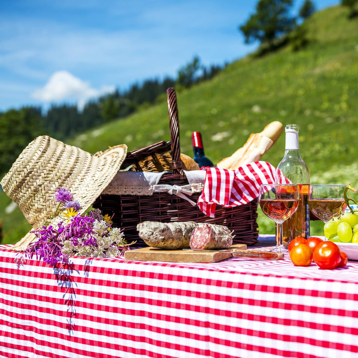 Przekąski na garden party - jak przygotować letnie przyjęcie w ogrodzie?