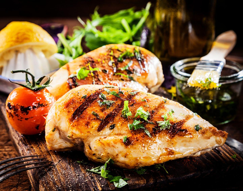 Jak przygotować miękkie i soczyste mięso na grilla?