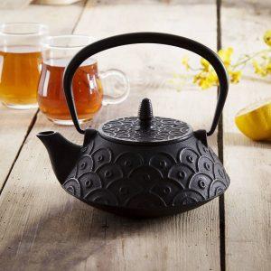Żeliwny czajniczek do parzenia herbaty