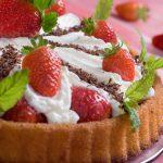 Proste przepisy na deser z truskawkami – na szybko