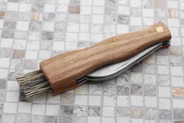Nóż do grzybów z pędzelkiem