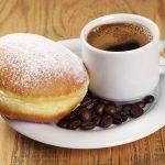 Jak zaparzyć dobrą kawę w kawiarce? Instrukcja obsługi kawiarki w 7 krokach