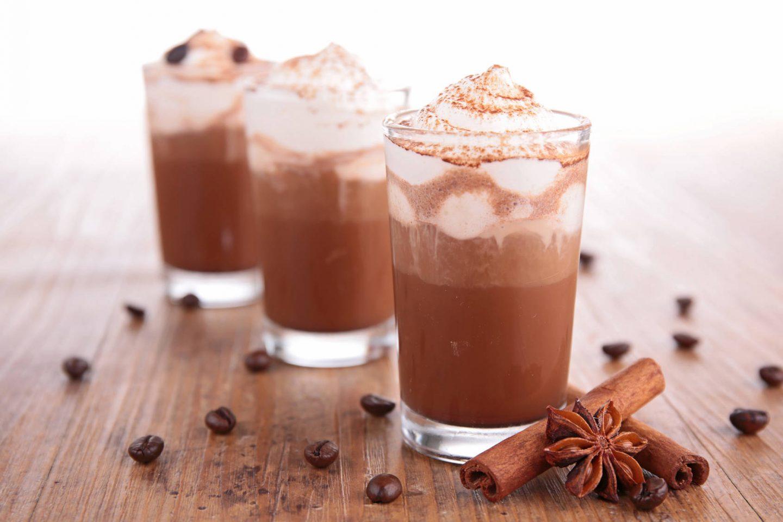 Jak zrobić dobrą kawę mrożoną w domu? Przepis na frappe