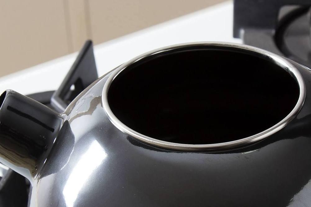 Stalowa okuwka czajnika