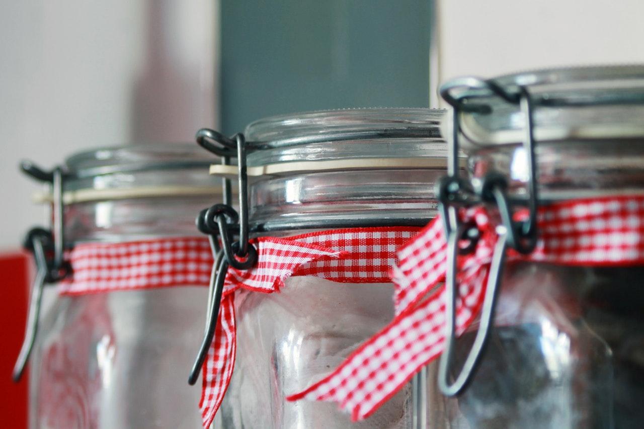5 domowych sposobów na wyparzanie słoików