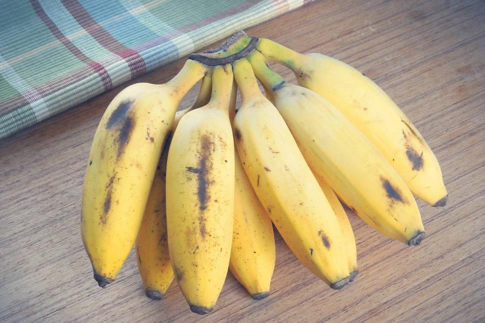 Bananowy tort naleśnikowy