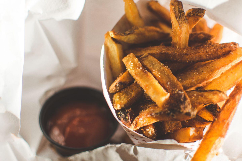 Jak zrobić domowe frytki z piekarnika? 7 przepisów na frytki z warzyw