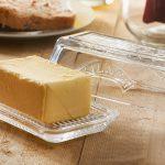 Jak zrobić domowe masło ze śmietany? Przepis