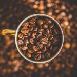 Jak przechowywać kawę ziarnistą i mieloną, by zachować jej smak i aromat?