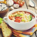 Jak uratować przesoloną zupę lub sos? Porady, które musisz znać!