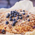 Jak zrobić kruszonkę na ciasto? Domowa kruszonka na 6 sposobów