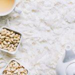 Mleczko kokosowe w puszce kontra domowe. Jak zrobić mleczko kokosowe i do czego je używać?