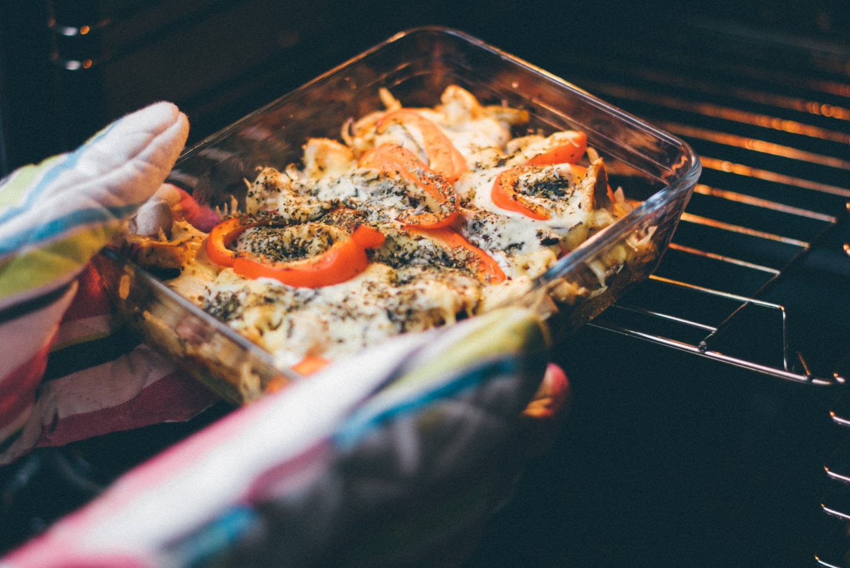 Brytfanna do pieczenia mięsa, warzyw i ciasta – jaka będzie najlepsza? Rodzaje