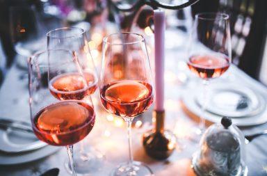 jakie kieliszki do wina bialego czerwonego 384x253 - Jakie kieliszki do jakiego wina – czerwonego, białego i innych?