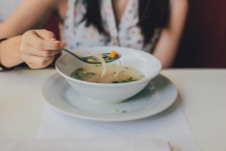 Naczynia do podawania zupy. W czym serwować różne rodzaje zupy?