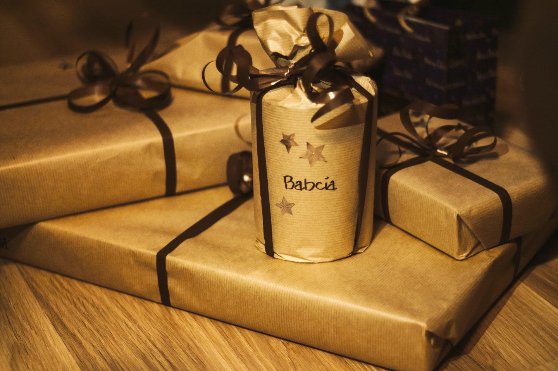Jakie prezenty dla babci i dziadka na święta? Upominki dla dziadków