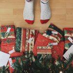 Prezenty na gwiazdkę w bożonarodzeniowym klimacie. Upominki na święta do 50 zł