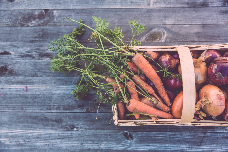 Dieta na zimę: Jakie warzywa i owoce warto jeść zimą?