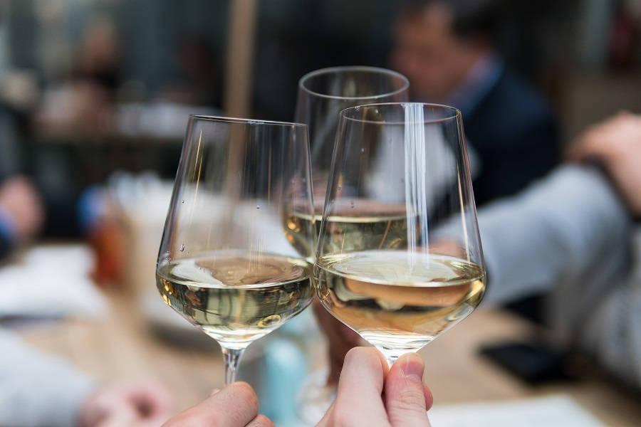 Alkohol na Święta - czy można podawać wino na Wigilię?