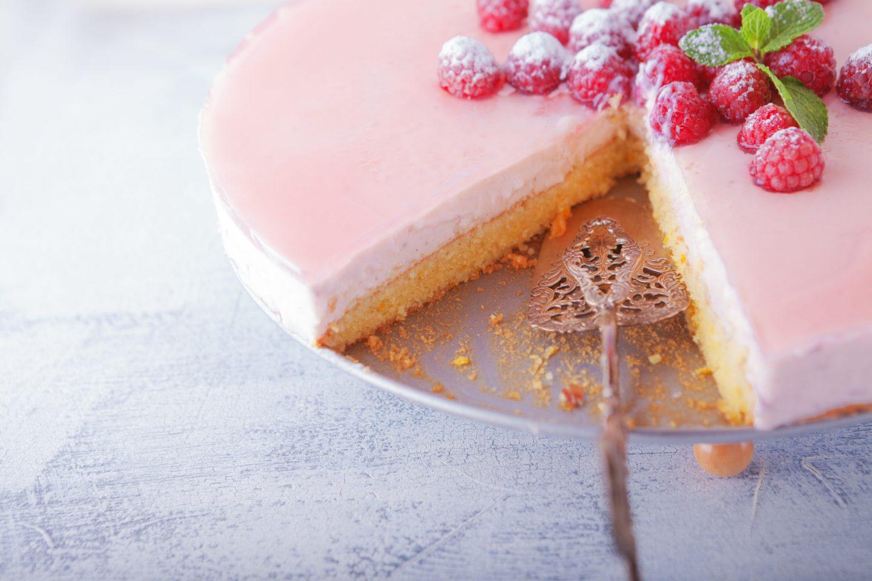 Jaka tortownica do pieczenia tortu i ciast? Rodzaje, zalety i wady