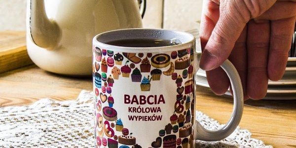kubek-magiczny-ceramiczny-boss-babcia-wypieki-czarny-300-ml_4