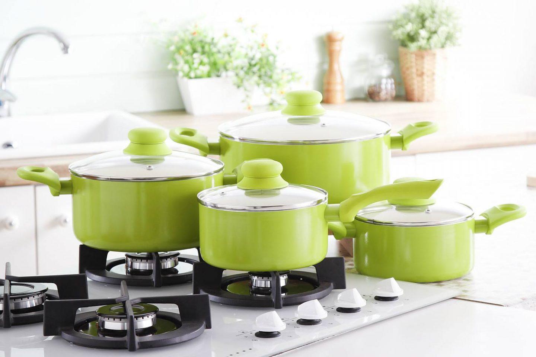 Garnki, patelnie, naczynia z powłoką ceramiczną - zalety i wady. Czy warto kupować?