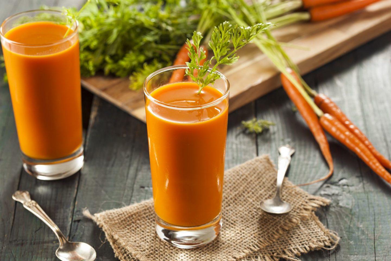 Co jest lepsze – sokowirówka czy wyciskarka wolnoobrotowa do soków?