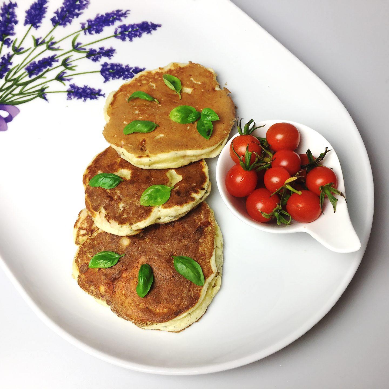Wytrawne placki śniadaniowe na słono z szynką i serem - przepis