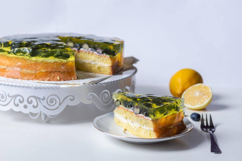 Cytrynowy tort z mascarpone z borówkami - przepis