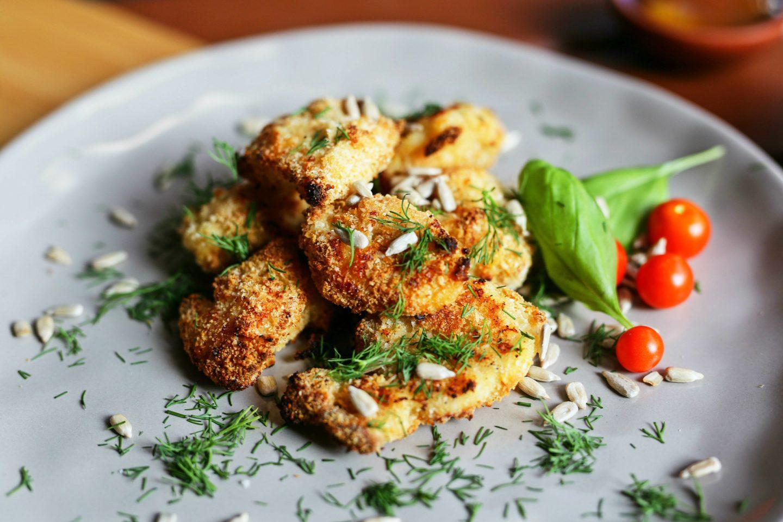 Domowe nuggetsy z kurczaka pieczone w panierce kokosowej - przepis