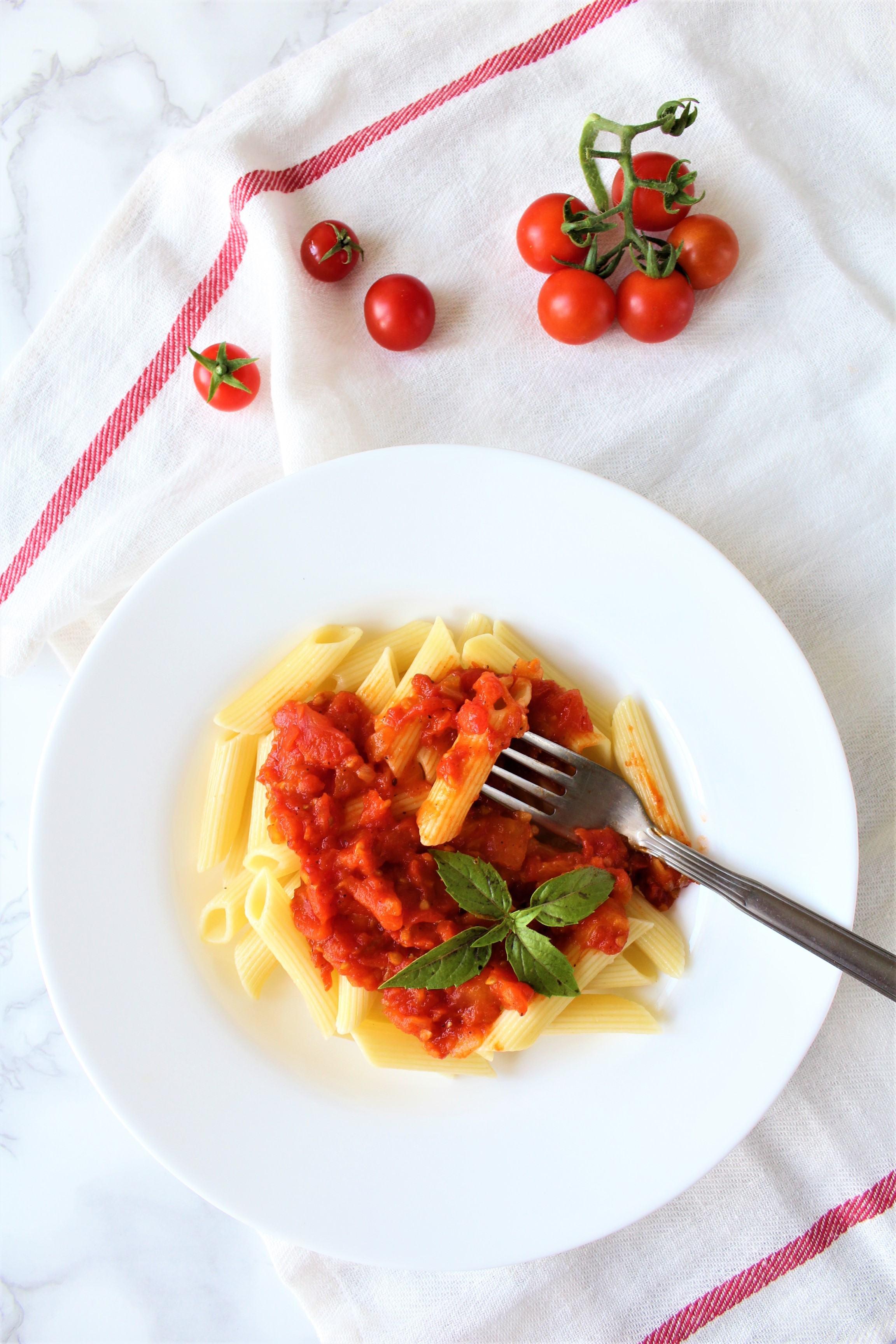 Przepis na makaron z sosem pomidorowym