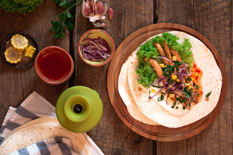 Przepis na placki tortille pszenne - z kurczakiem i warzywami