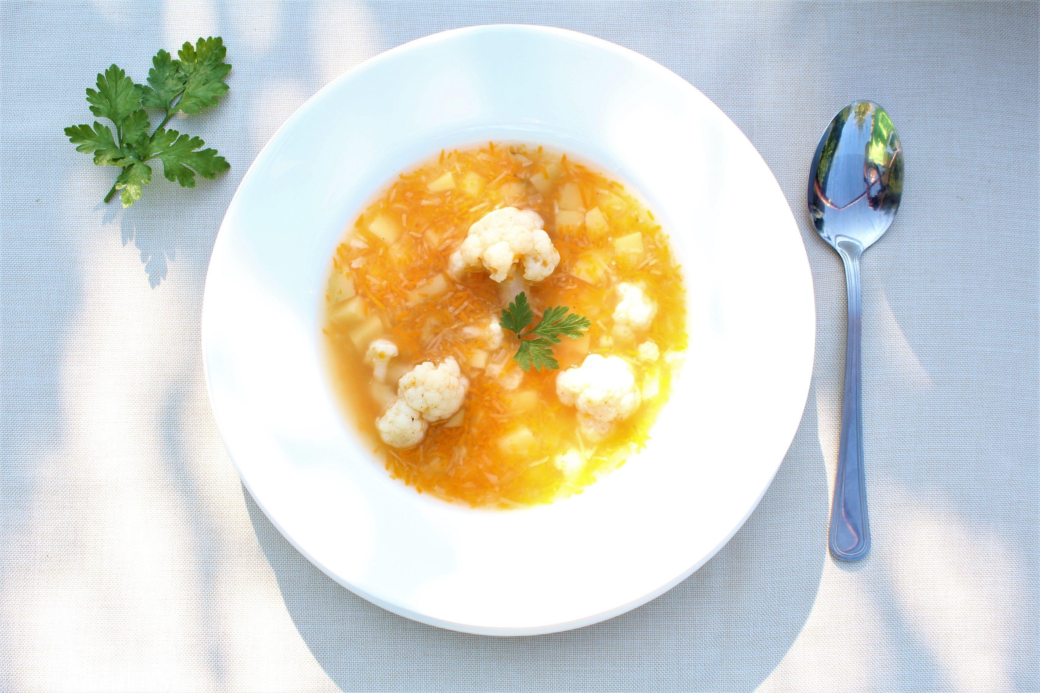 Pyszna zupa kalafiorowa wege - przepis