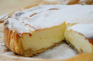 Przepis na pieczony sernik z mascarpone na herbatnikach