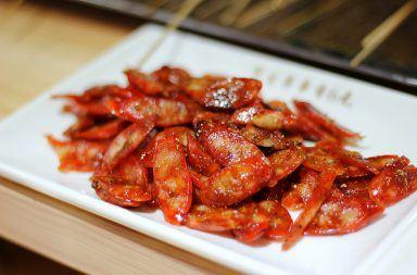 Smażona kiełbasa w pomidorach – przepis