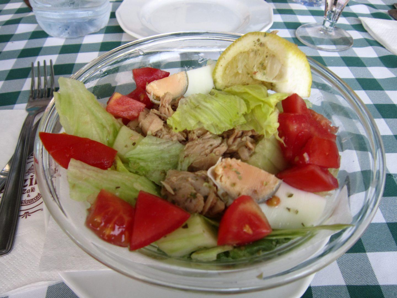 Sałatka z tuńczykiem i jajkiem - przepis