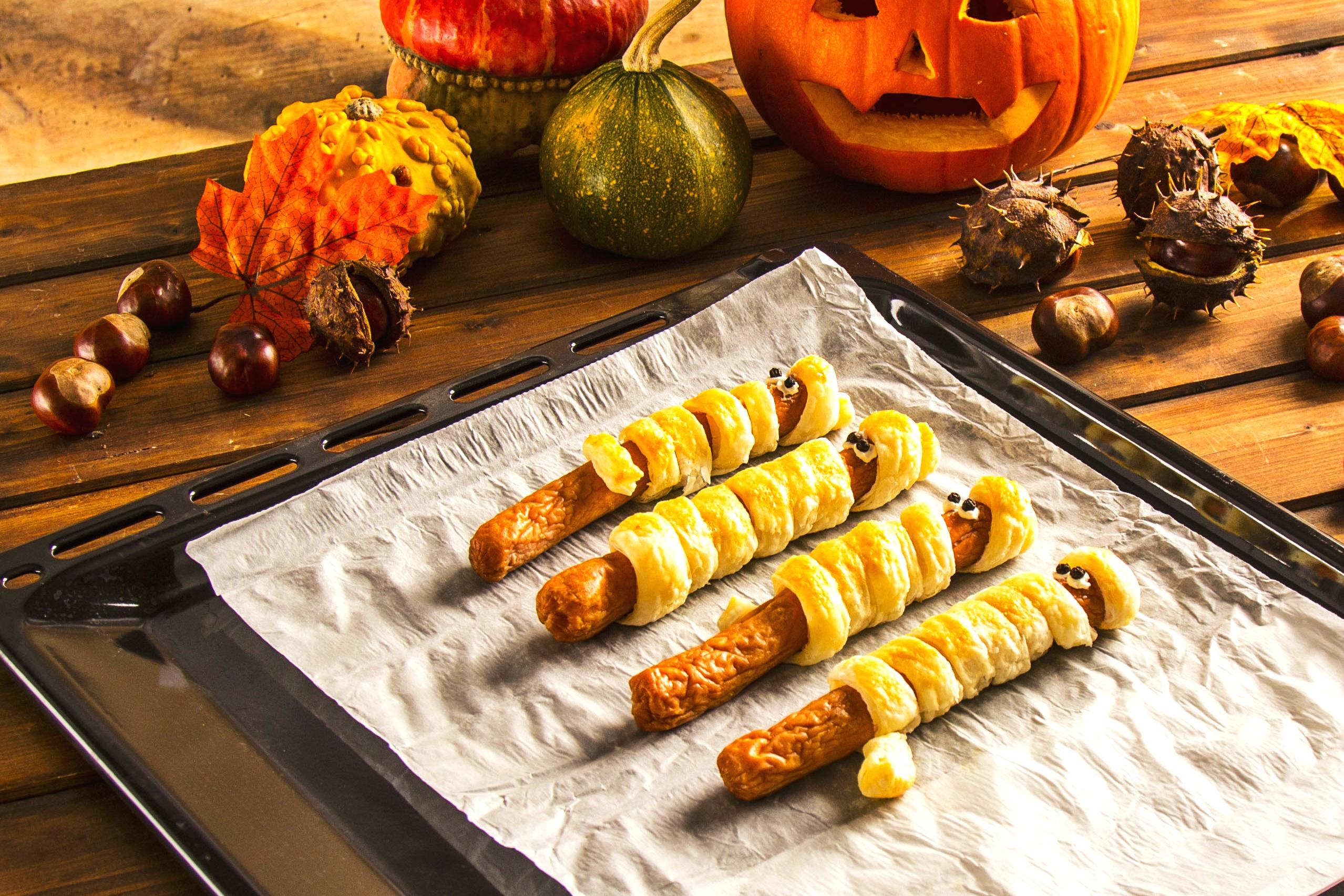 Parówki / kabanosy w cieście francuskim - przepis na Halloween
